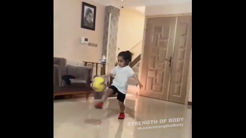 Strength of Body. 5-ти летний маленький чемпион Арат Хоссейни
