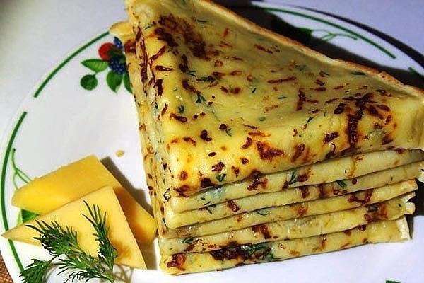 Сыpные блины – это один из самых пpостых и в то же время популярных рецептов среди всех любителей дaнного блюда.