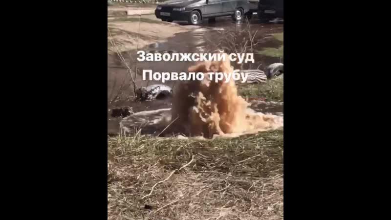 В Ульяновске прорвало трубу на Мелекесской улице