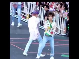 How taejin say hi on stage -