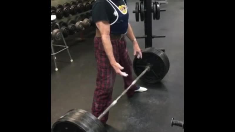 89-летний Джои Стокингер поднял вес в 184 кг. Дважды.