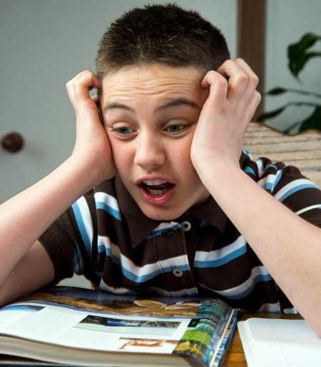 Селективное внимание может проявиться, если ребенка попросят потратить время на выполнение домашней работы.