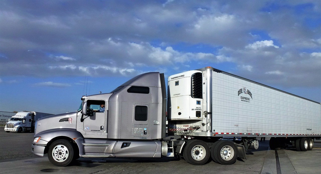 Логистика является распространенной сферой применения грузовых прицепов.