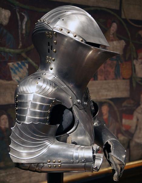 ШТЕХЦОЙГ (ТУРНИРНЫЙ ДОСПЕХ) ИМПЕРАТОРА МАКСИМИЛИАНА I, 1494 год.