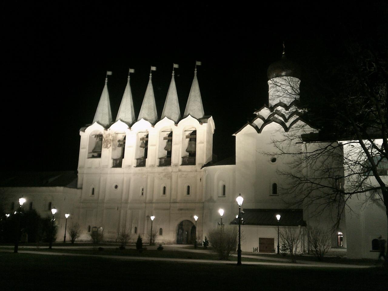 Путешествие на Пасху. Ночь в Тихвинском монастыре.
