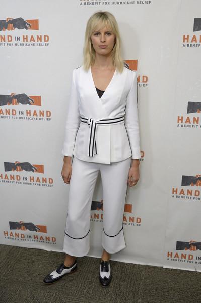 Каролина Куркова в белом