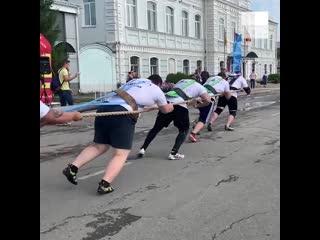 Стронгмены установили рекорд россии и евразии по силовому экстриму truck-pull