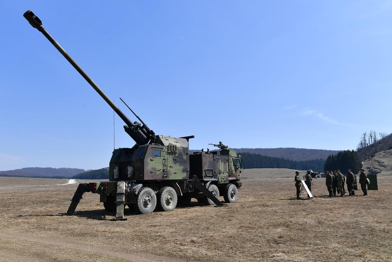 المدفع الصربي الذاتي الحركه NORA b-52 - صفحة 2 1i5CSm7UOSw