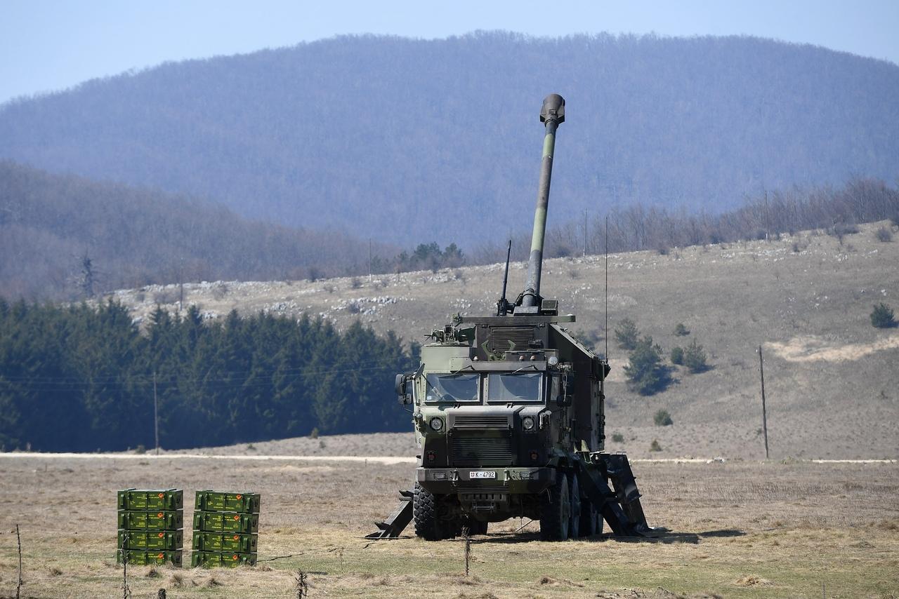 المدفع الصربي الذاتي الحركه NORA b-52 - صفحة 2 HpIowKPCZxc