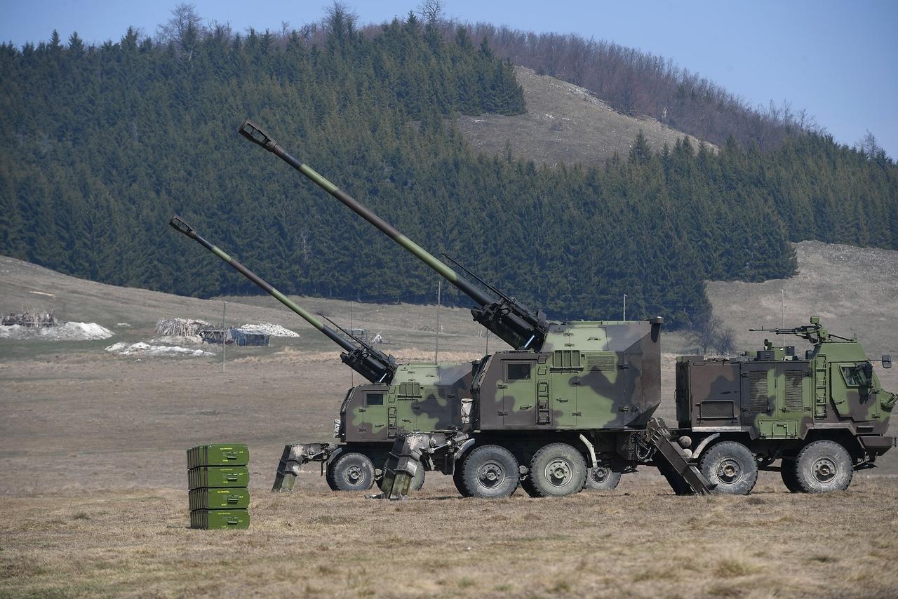 المدفع الصربي الذاتي الحركه NORA b-52 - صفحة 2 QKH_m8b5eDs