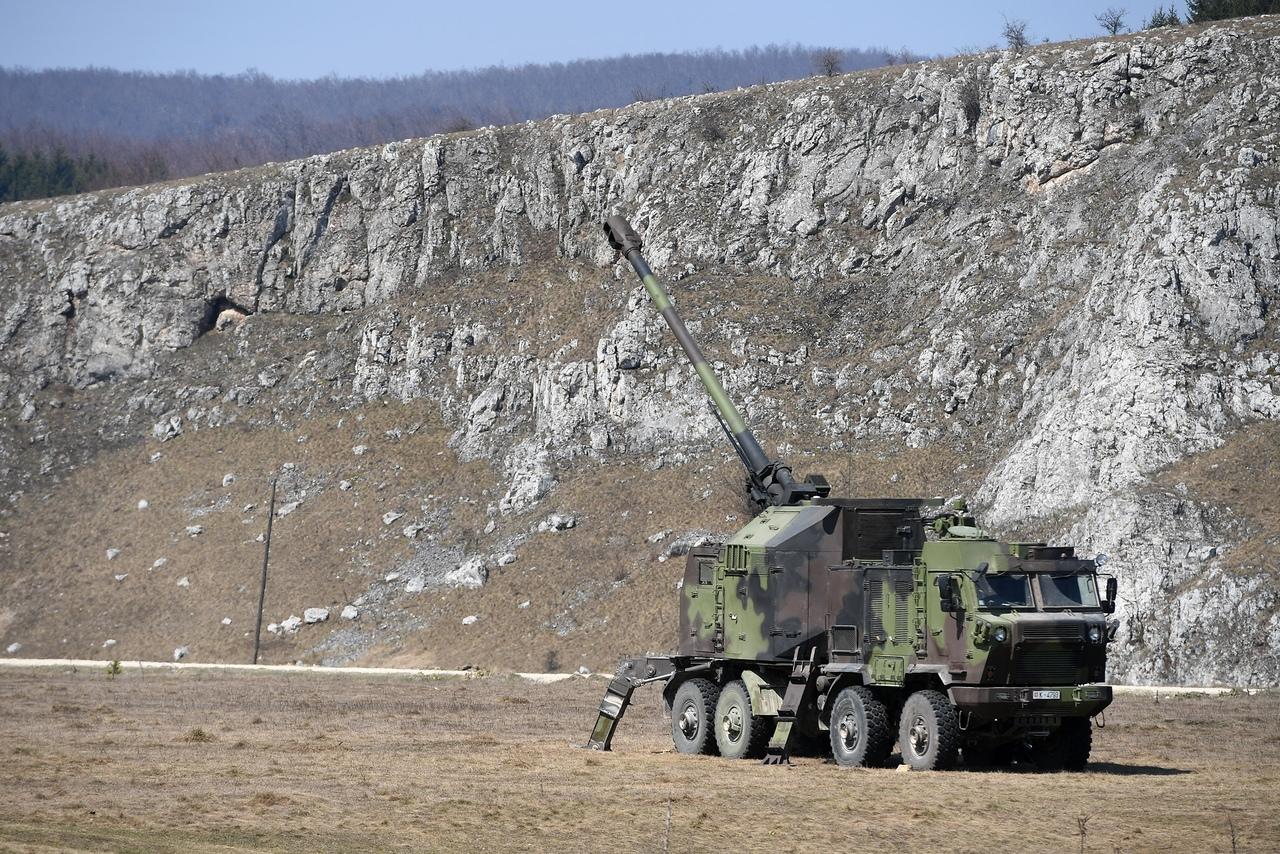 المدفع الصربي الذاتي الحركه NORA b-52 - صفحة 2 JwQZzwRFTn4