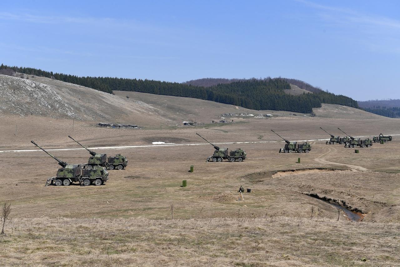المدفع الصربي الذاتي الحركه NORA b-52 - صفحة 2 MA-l2bXacfY