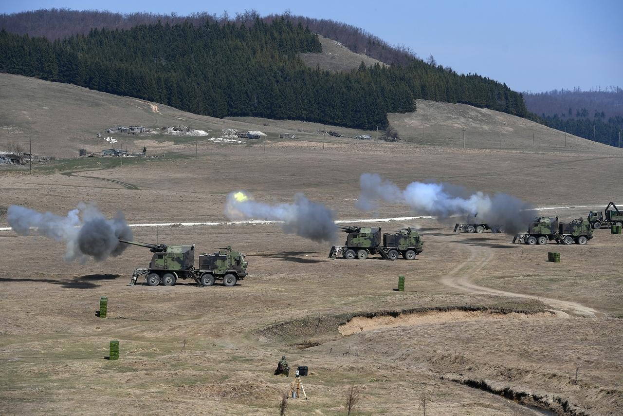 المدفع الصربي الذاتي الحركه NORA b-52 - صفحة 2 Wn_0_i-Ar8Q