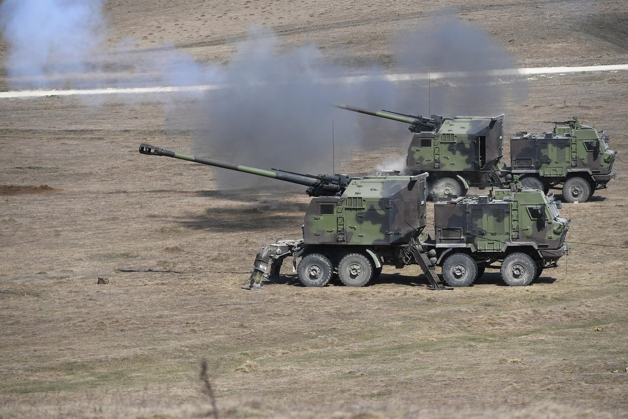 المدفع الصربي الذاتي الحركه NORA b-52 - صفحة 2 Y7rz1b7t2Dg