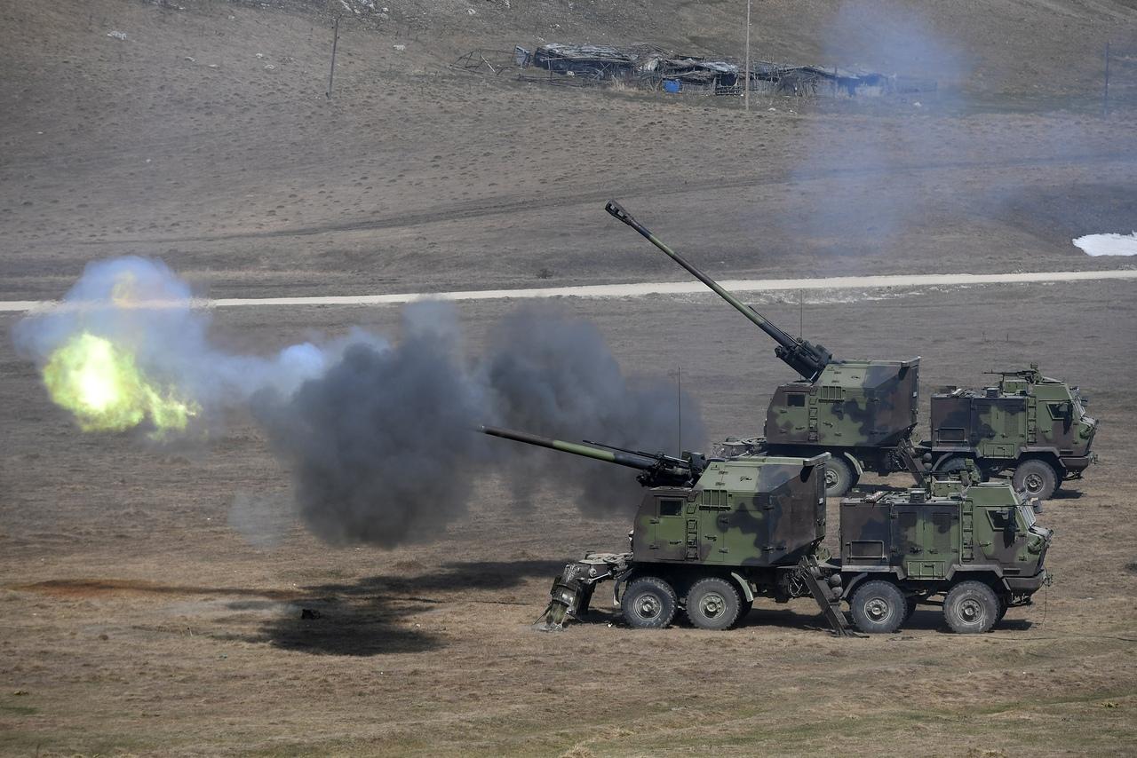 المدفع الصربي الذاتي الحركه NORA b-52 - صفحة 2 BgFK8Ipl11E