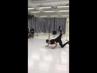 jinfan break-dancing!