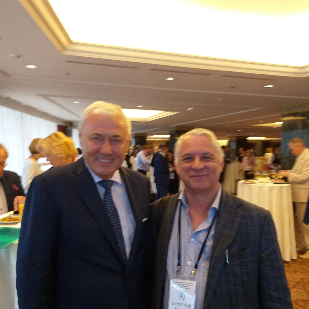 Анатолий Аксаков и Кирилл Парфенов на съезде Ассоциации