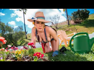 Valentina.nappi.gardening.hoe.monster.curves