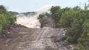 Подрыв грунта выглядит как монстр из фильма Дрожь земли