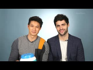 Harry Shum Jr. And Matthew Daddario Read Thirst Tweets | RUS SUB