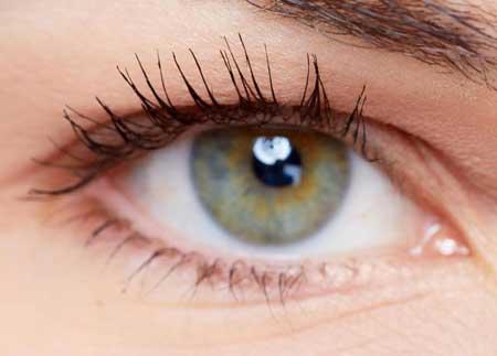 Многофакторные наследственные расстройства связаны с наследственными признаками, такими как цвет глаз.