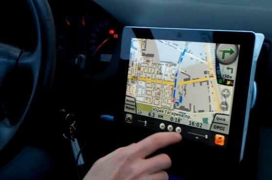 Плёнка защитная на экран в машине