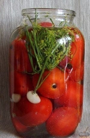 5 простых рецептов закруток с помидорами.