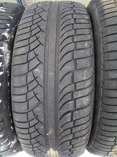 Michelin 255/55/18 в приличном состоянии цена 14000 рублей.