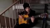 Песни под гитару ! Красивая девушка играет на гитаре испанская песня