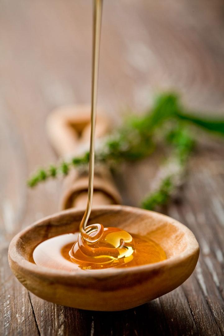 Хоть на ночь, хоть на голодный желудок: творог + мёд = стройность тела и вечная молодость костей. Беру пачку творога, мну вилкой, добавляю туда ложку мёда. С чистой совестью поедаю это лакомство перед сном., изображение №4