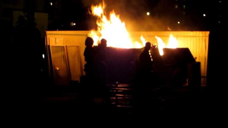 В г. Бресте на ул. Маяковского произошел пожар в пластиковом мусорном контейнере