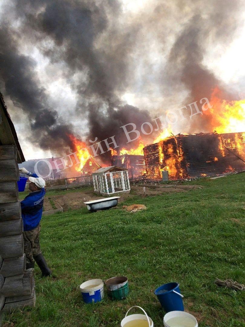 В Вологодской области чудом не сгорела вся деревня