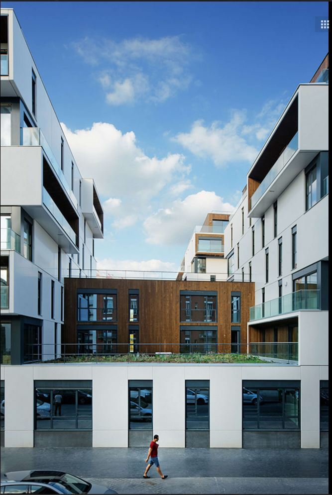 Housing and medical care in Paris / Ameller Dubois