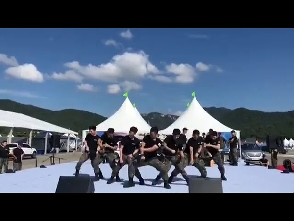 Korean Soldiers dancing SHINee Taemins Move 지상군페스티벌 KoreanArmy 태민