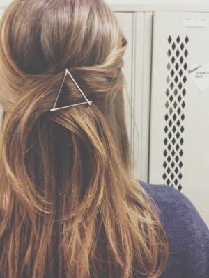 Как заколоть невидимку: как красиво заколоть волосы невидимками