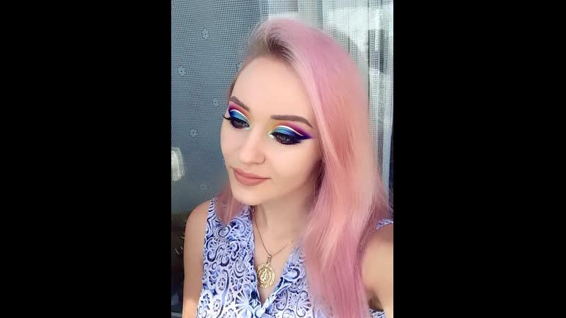 Ксения Саватеева Радужный макияж глаз в технике cut crease