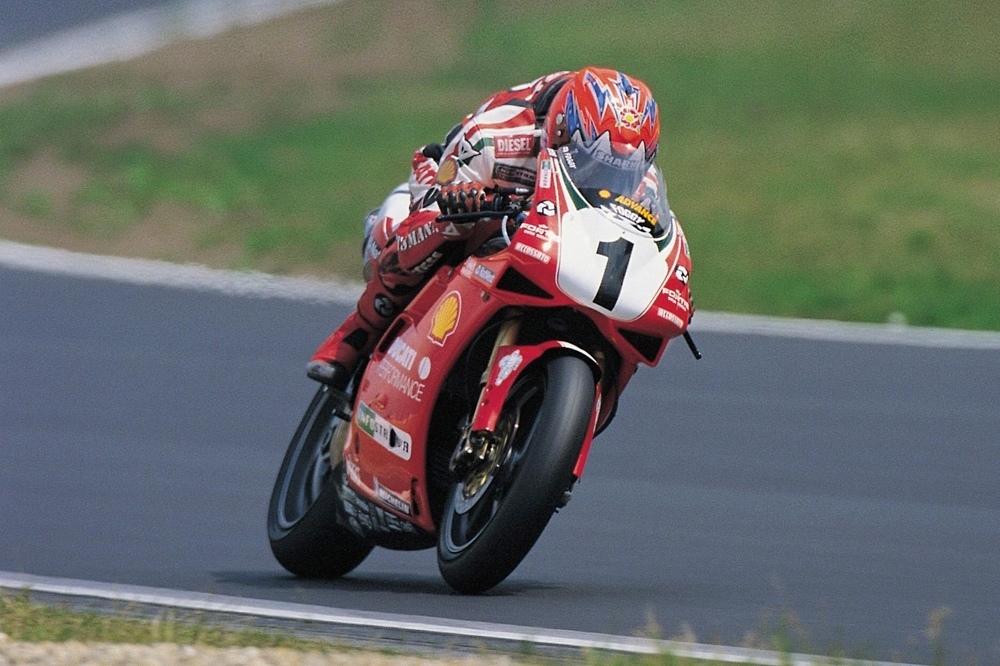 Шпионские фото Ducati Panigale V4 Carl Fogarty Edition