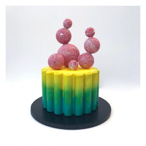 Постмодернистские торты модного дизайнера, переквалифицировавшегося в пекаря Студия дизайна тортов A.R.D. Baery (Лондон) специализируется на изготовлении на заказ тортов и конфет в уникальном
