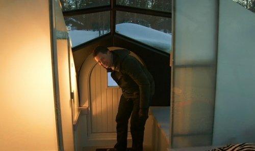 Стеклянные иглу в Финляндии Уникальный туристический комплекс aslauttanen расположен в Финляндии, за полярным кругом. Уникальность его в том, что он состоит из стеклянных иглу, прозрачные стены