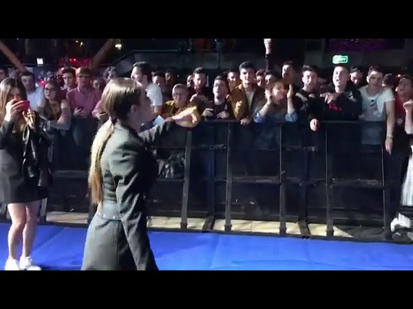 Srbuk - Walking out ( sings with his fans in spain )