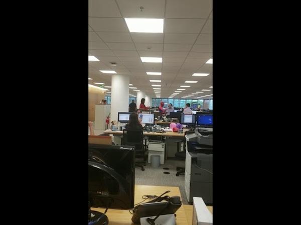 Bancário pede demissão e vai vestido de Homem Aranha no último dia de trabalho
