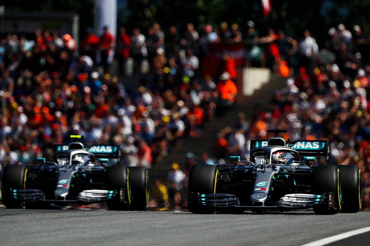 Mercedes уверенно возглавляют кубок конструкторов после гран-при Австрии 2019 года