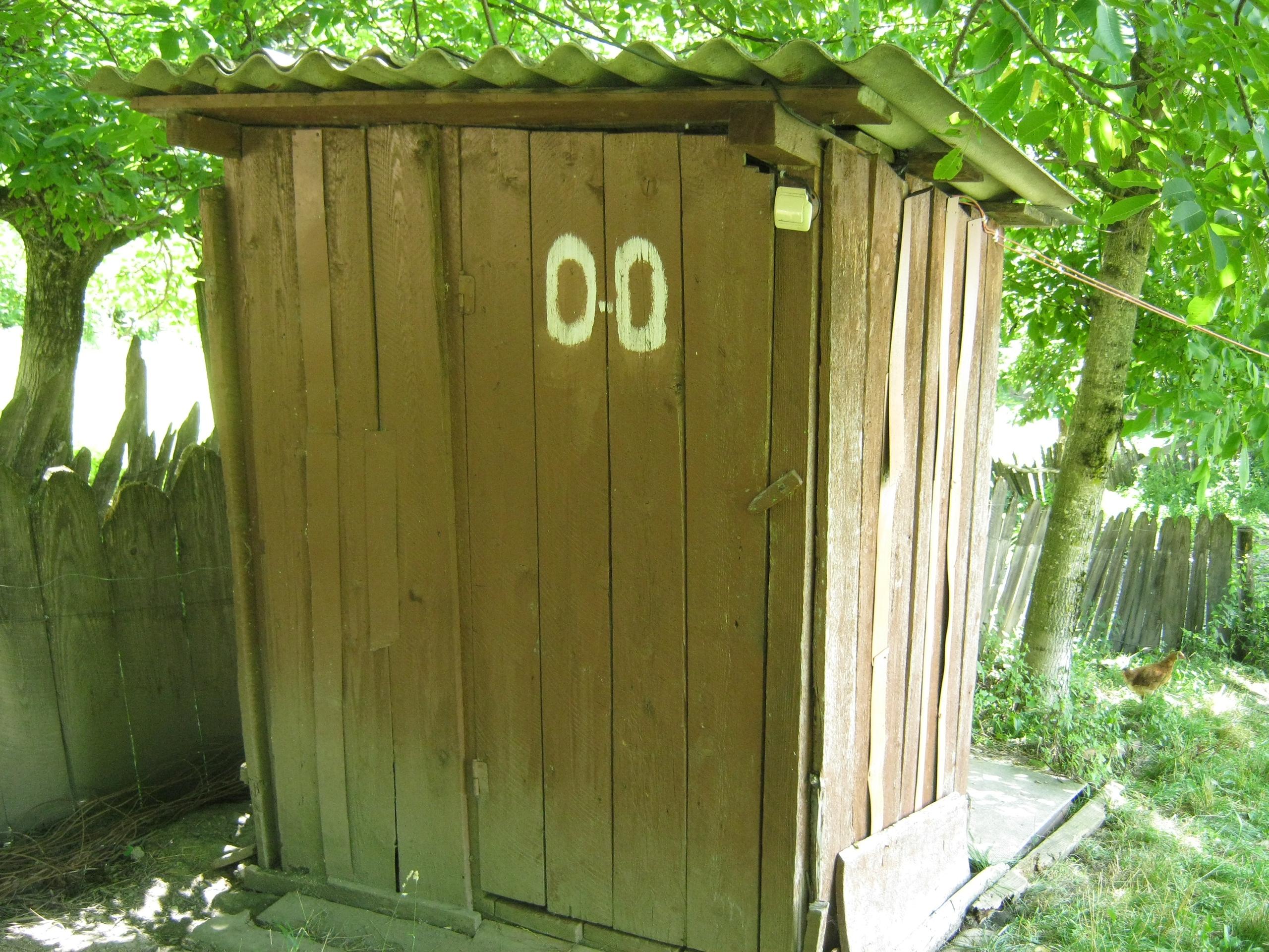 """Туалет с символом """"по нулям"""""""