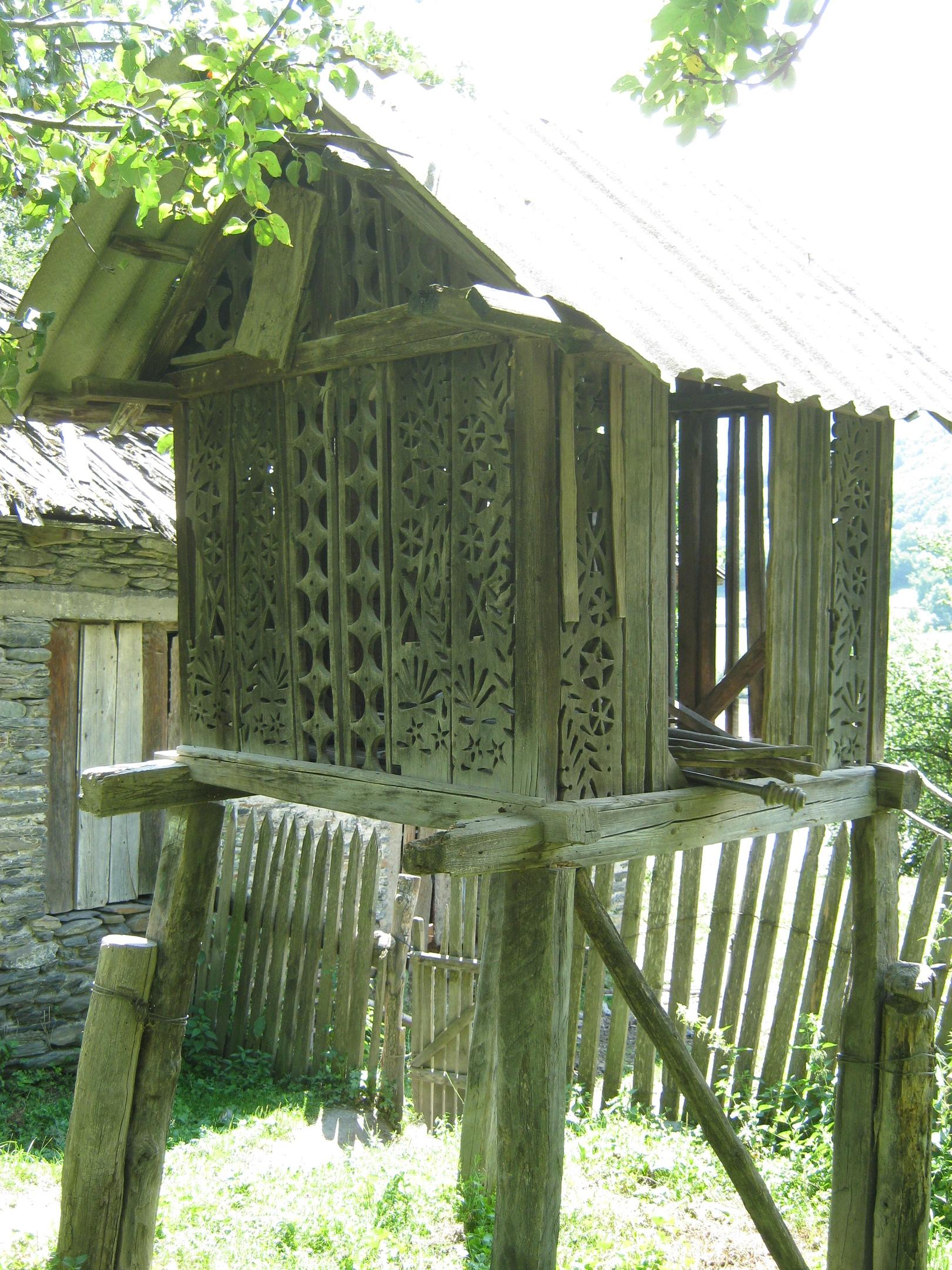 помещение для сушки продукции в Сванетии