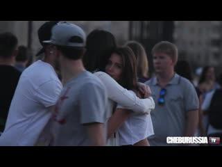 Леcбиянки на улицах Москвы / Reaction on lesbian couple in Russia