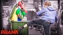 ПРАНК ЗЛОЙ КЛОУН ПУГАЕТ ЛЮДЕЙ / РЕАКЦИЯ ДЕВУШЕК / СТРАШНЫЙ РОЗЫГРЫШ Scary Prank Vjobivay 48