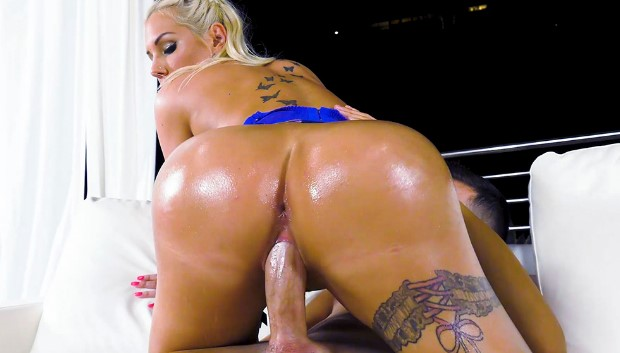 WOW Kyra's Amazing Big Ass And Tits # 1