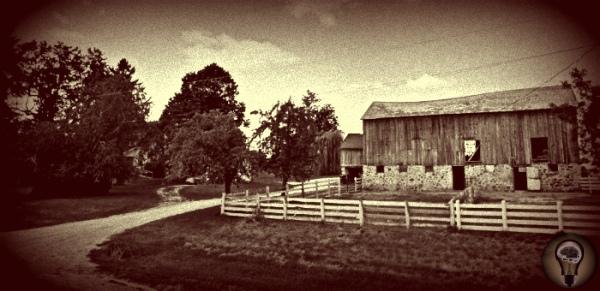 Проклятая ферма Хилл в Висконсине В сельском районе города Уокешо в штате Висконсин (США) есть старая ферма Хилл (Hille Farm) с которой связано загадочное проклятие. Из-за этого проклятия с