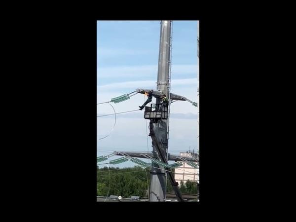 Электрик устроил подтягивание на высоковольтных проводах ЛЭП в Серпухове