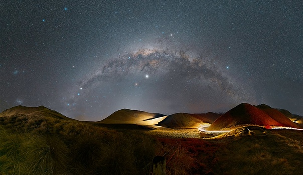 Млечный путь над перевалом Линдис в Новой Зеландии